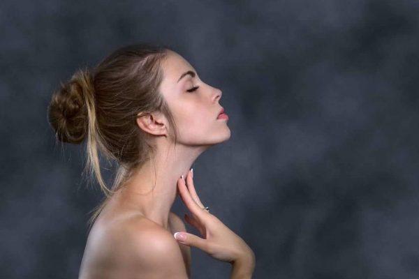 visage femme cou profil