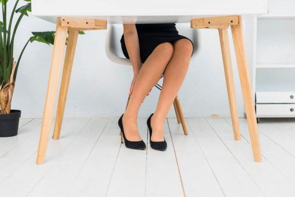 femmes jambes bureau